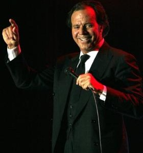 Julio Iglesias lyrics